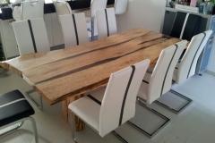 Tisch-aus-Altholz